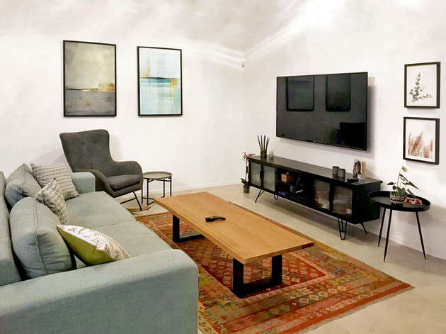 שיר-אשכולי---abstract-ocean-living-room-