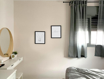 line-hands-bedroom2-small.jpg