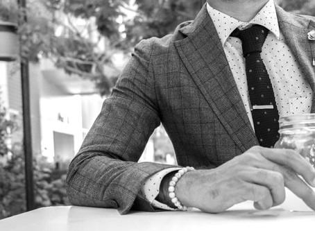 Pourquoi porter un costume sur mesure: 7 raisons incontestables
