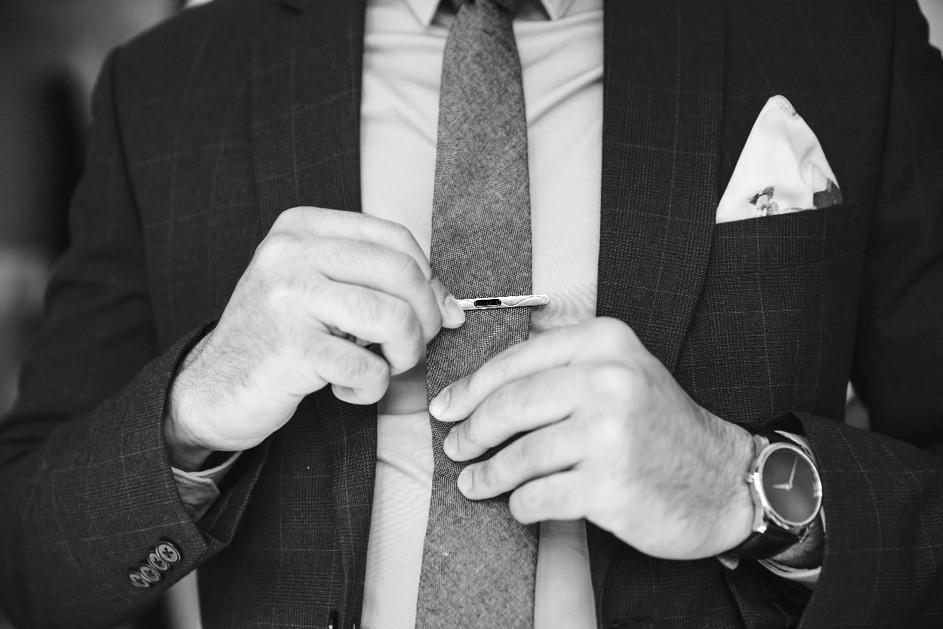 Cravate et costume sur mesure