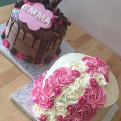 Kinder cake et side rose cake