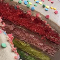 Choisissez les couleurs de l'intérieur du gâteau, mais aussi le damier ou le rainbow