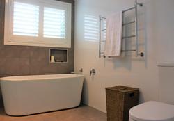 12 Main Bath2