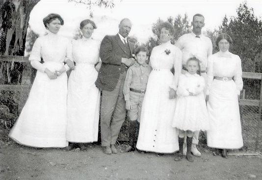 Edmund Bowman (1855-1921) with his wife Annie, and their six children B-68461_edited.jpg