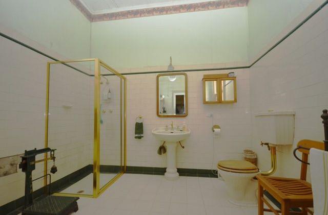 Hummocks Station bathroom