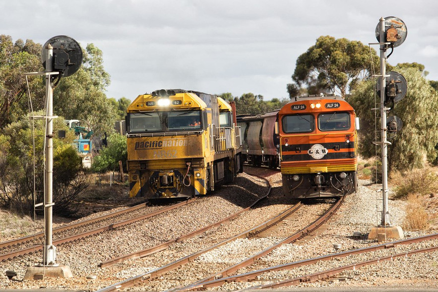 Overtaking Encouraged Having arrived into Snowtown from the Viterra terminal on the former Wallaroo line (to the right of frame), ALF24 and FQ01