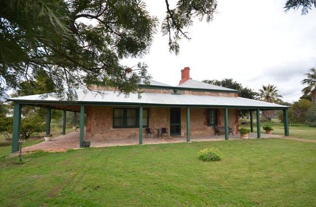 Hummocks Station homestead