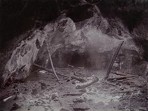 Limestone-ridge_caves,_Victoria_1905.jpg