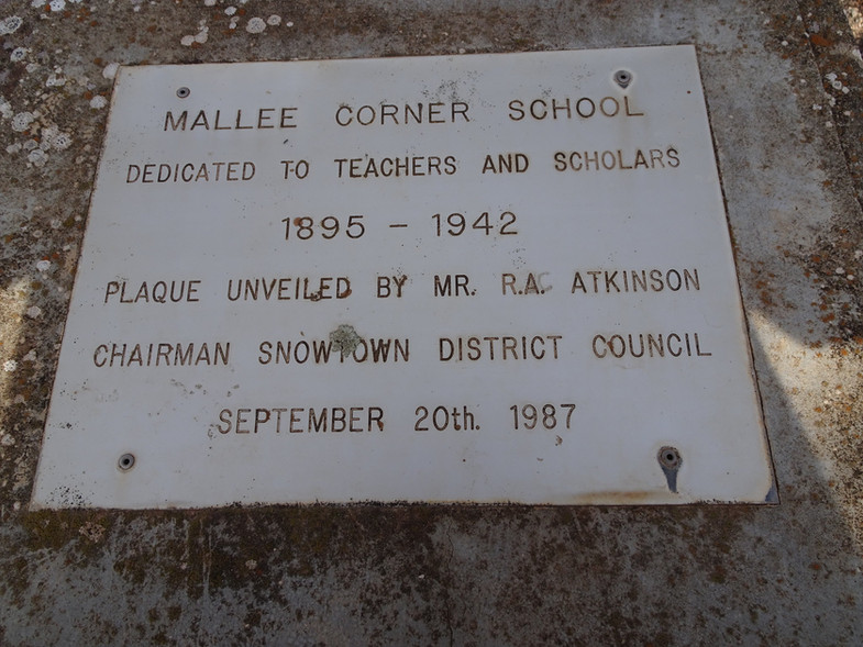 Mallee Corner. Plaque commemorating the existence of the Mallee Corner state school.