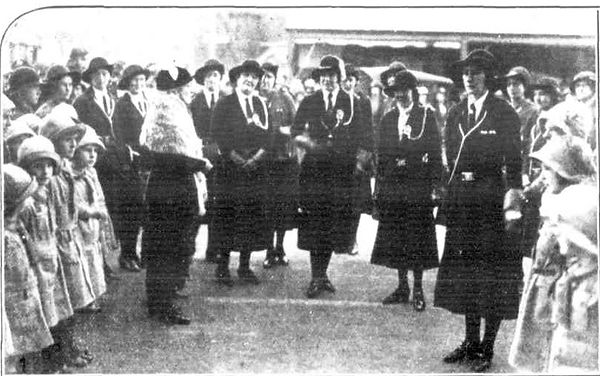 Lucy Ohlmeyer with Girl Guides of Clare