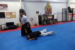 Immobilisation au sol en Aikido.