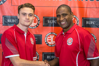 Easton and Richards Sign for Red Devils