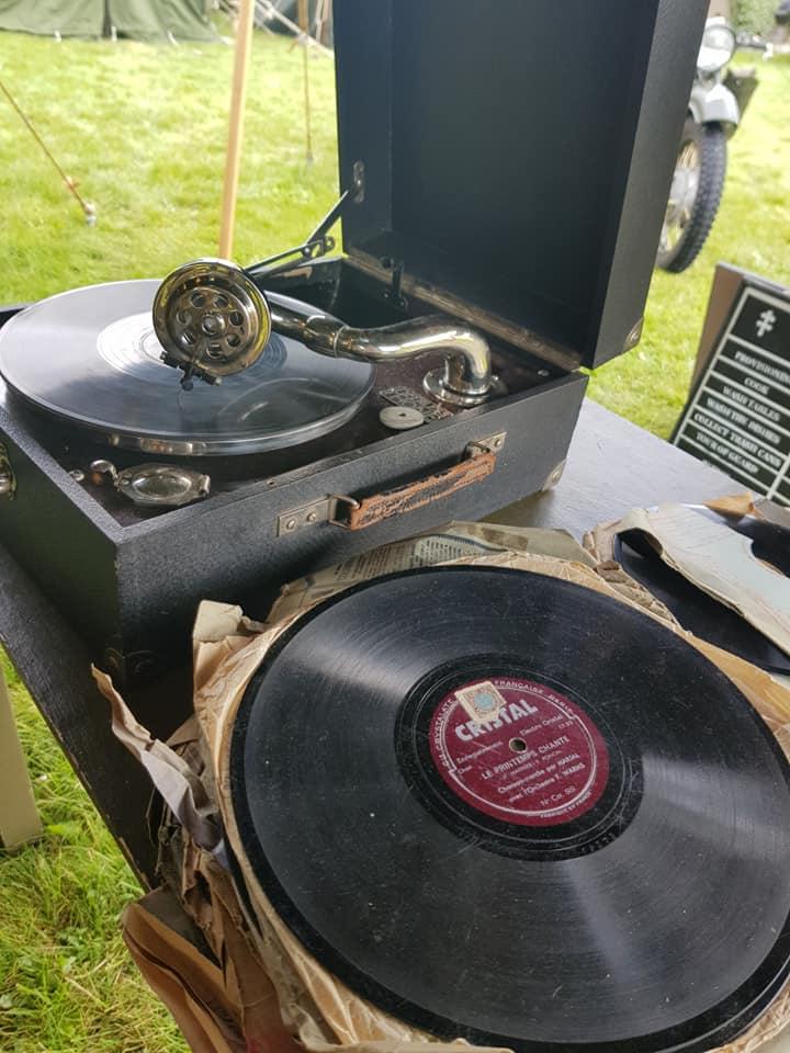 0007 Gramophone 1944 79TH MEMORY GROUP