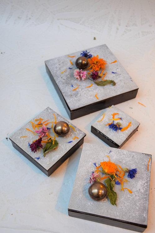 Boîtes givrées fleurs séchées garnies d'assortiment
