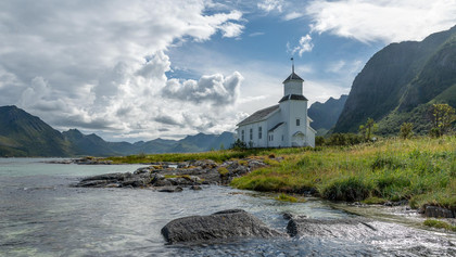 Kirche im Fjord