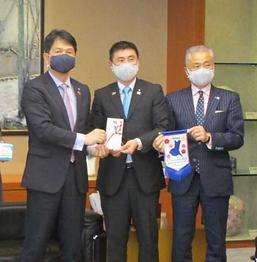 県庁マスク寄付.png