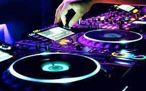 Vi leverer lydustyr til de fleste arrangementer. Vi leverer blant annet profesjonelt DJ ustyr fra Pioneer. CDJ 2000 Nexus, DJM 900, Soundbase, Lyd Molde.