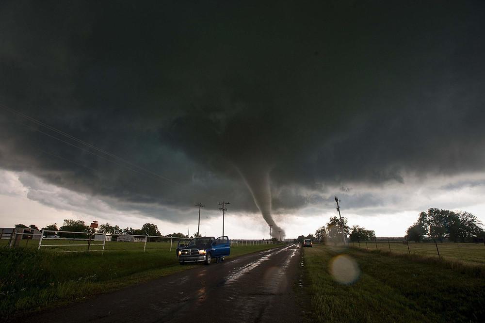 2017 storm tornado outlook