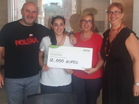 Ens entreguen els 12.000€ del Projecte DKV