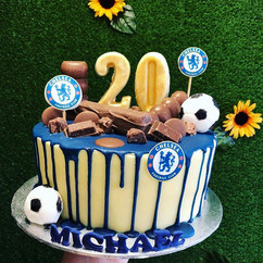 Chelsea themed chocolate drip cake _Foot