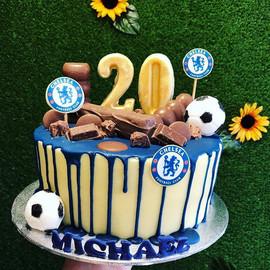 Chelsea themed chocolate drip cake _Foot