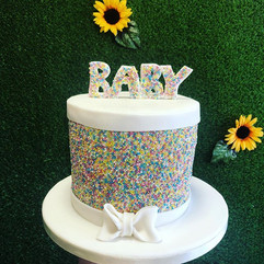 In love with this baby shower cake 🍼 👶