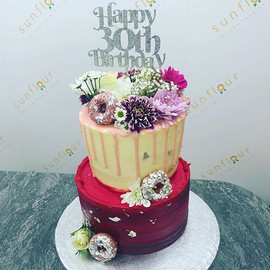 In loveeee with this cake 💐🍩 Bringing