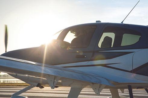 Pilot on runway19x12