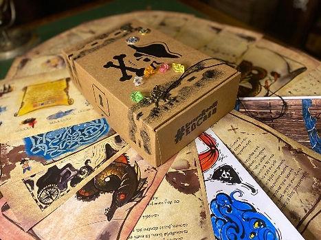 Escape room en caja Misión pirata, misiones y accesorios temáticos.