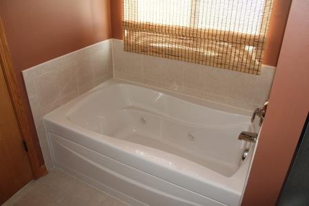 10 - Master Whirlpool Tub