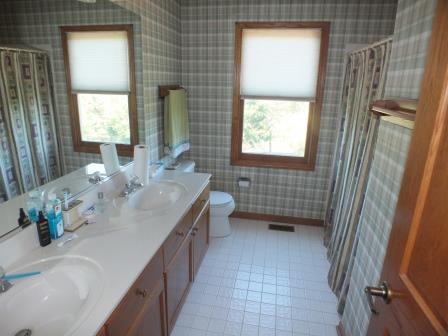 10 - Full Bathroom
