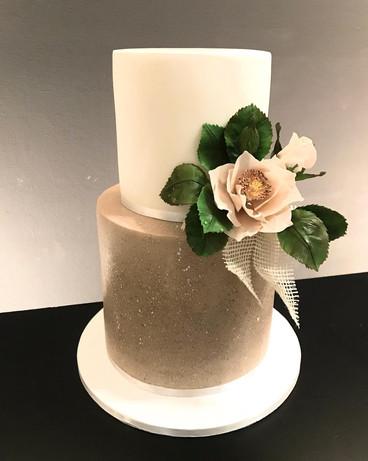 Hochzeitstorte_beige mit Zucker Gartenro