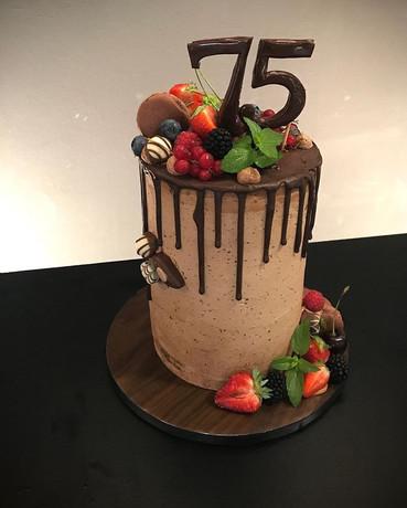 Geburtstagstorte  Drip Cake 75.jpg