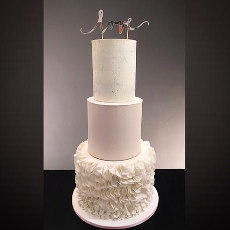 Hochzeitstorte mit Ruffles.jpg