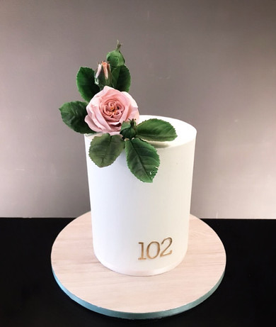 Geburtstagstorte mit Zuckerrose 102.jpg