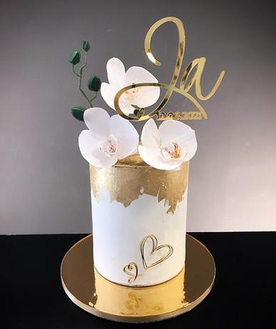 Hochzeitstorte mit Zuckerorchideen und Blattgold.jpg