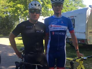 Thomas Voeckler aux côtés d'Alexandre Pichot pour une randonnée cycliste