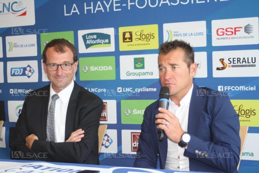 Michel Callot (à gauche), président de la Fédération française de cyclisme ; Thomas Voeckler (à droite), manager de l'équipe de France Photo L'Alsace / Gilles LEGEARD