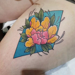Check out this bright peony thigh tattoo