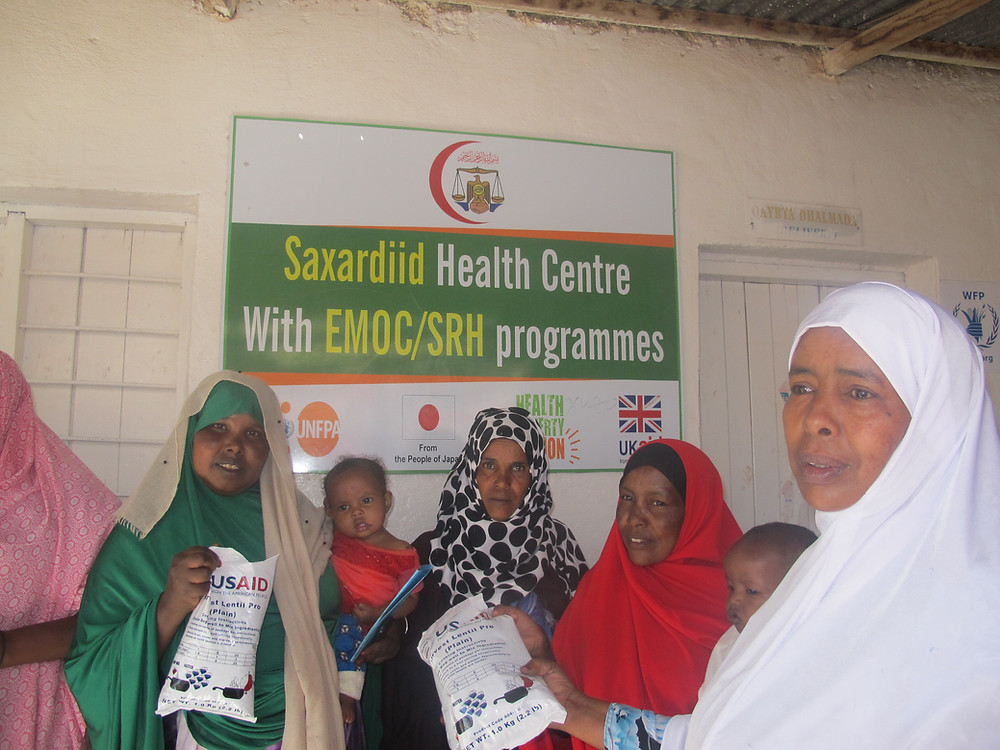 Mothers and children pick up Harvest Lentil Pro® at Saxardiid Health Centre