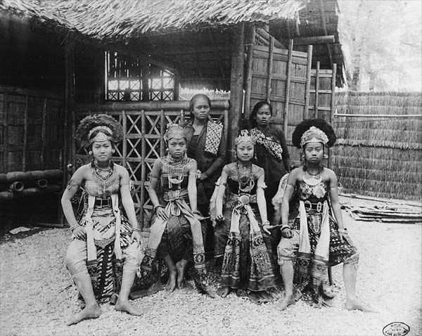 Danseuses de Java 1889.jpg