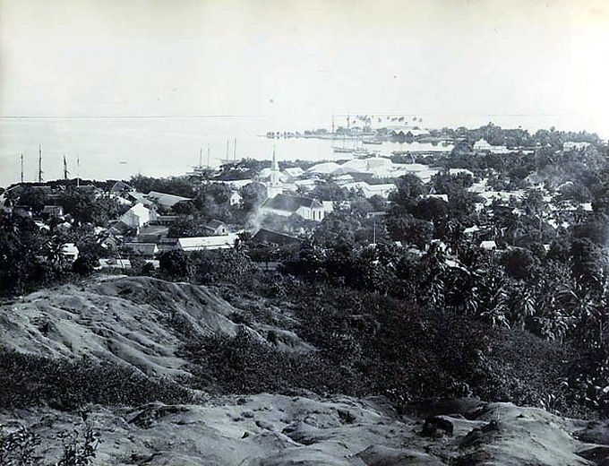 View_of_Papeete,_Tahiti_1890s.jpg