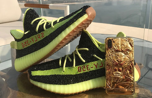 Yeezy%20With%2024K%20Gold%20iPhone%20log