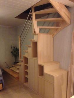Escalier_cremaillere_avec_meuble_integré_edited.JPG