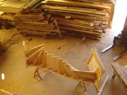 Montage d'un escalier vieux bois