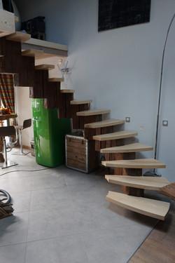 Escalier circulaire en vieux bois