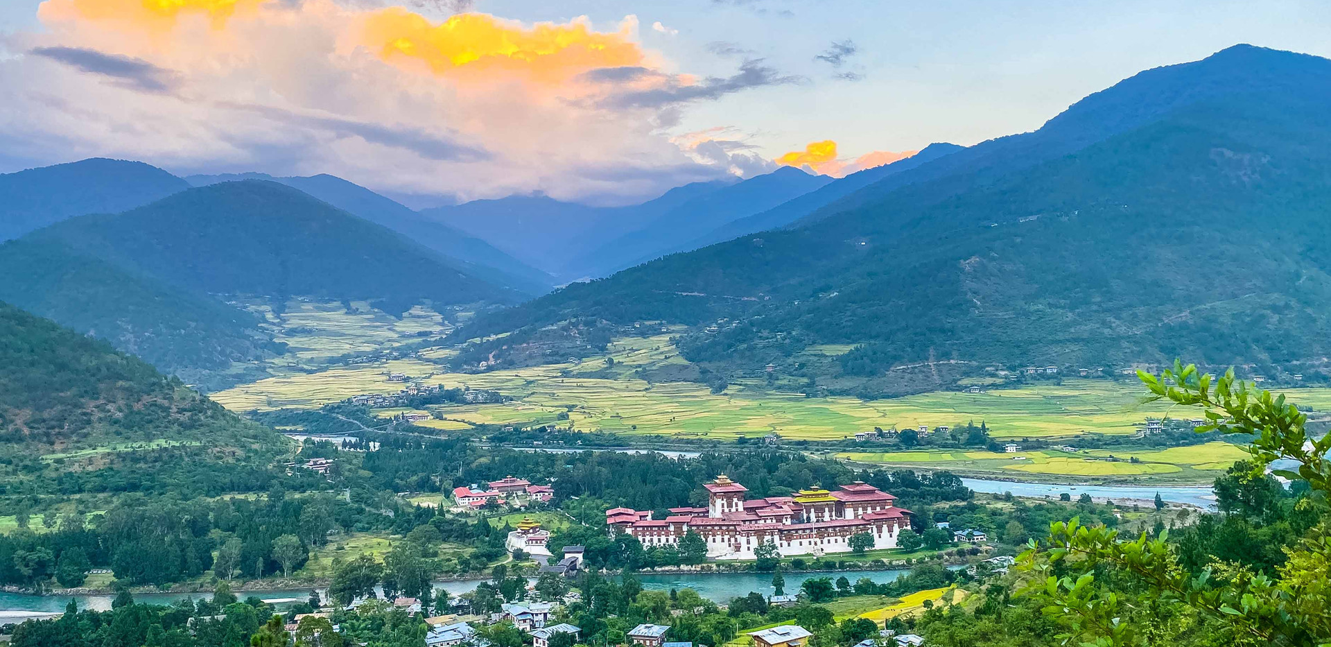 a magnificent view of the Punakha Dzong.