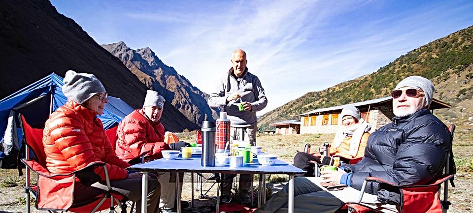 guests-enjoying-a-sunny-breakfast.jpg