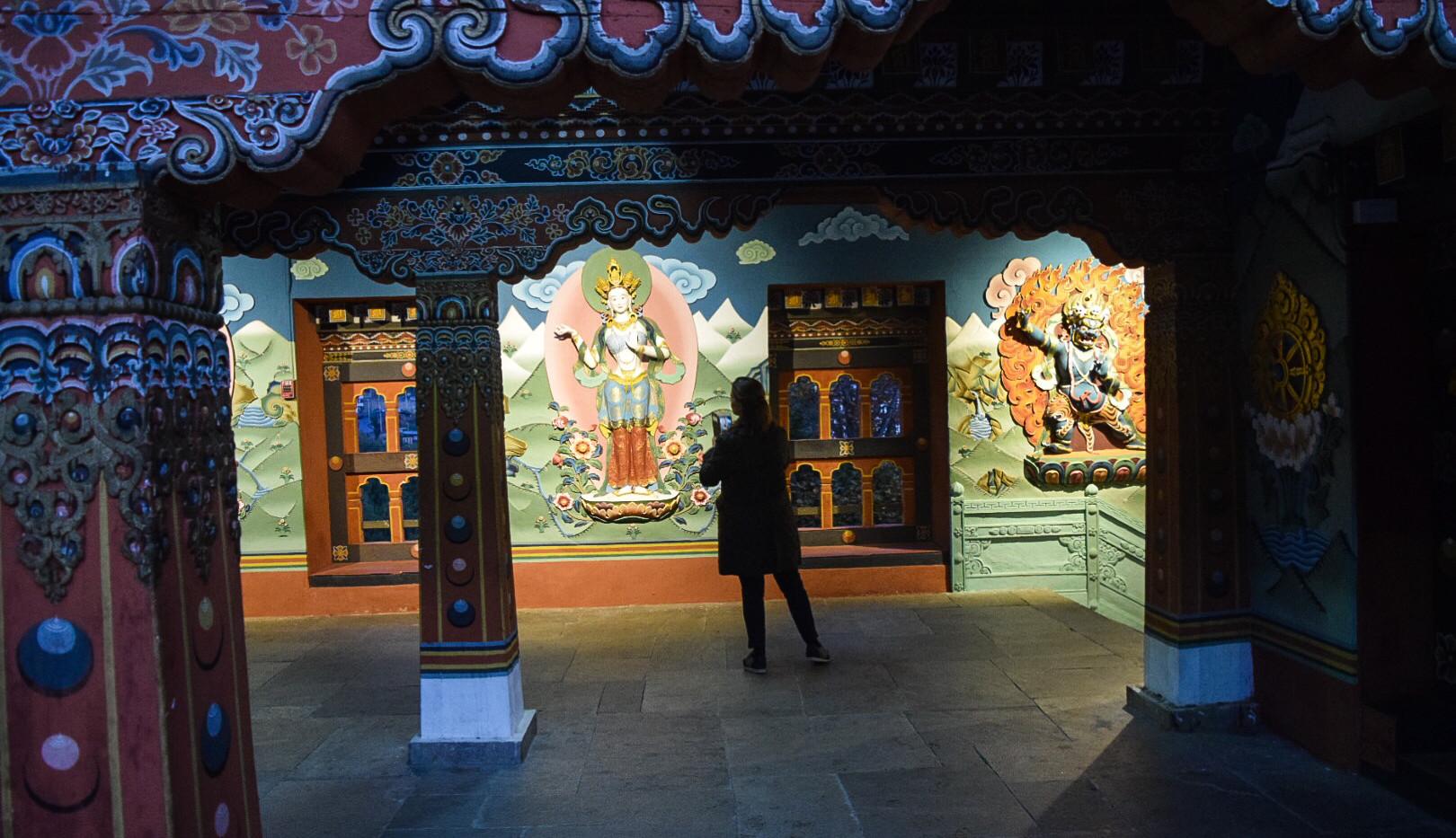 guest-admiring-wall-carvings.jpg