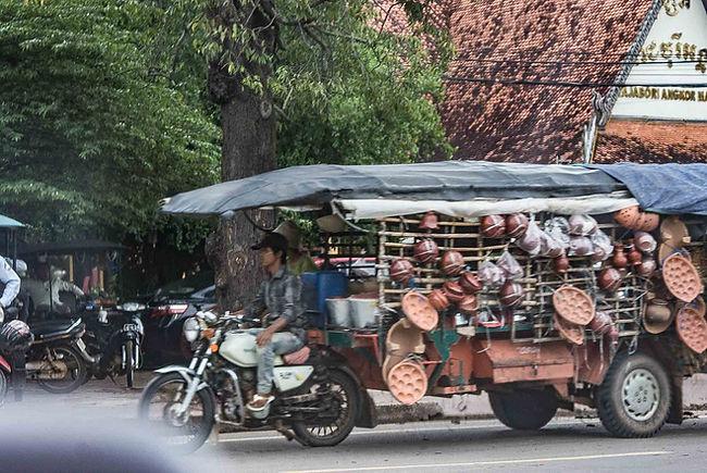 overladen-lorry-cambodia.jpg